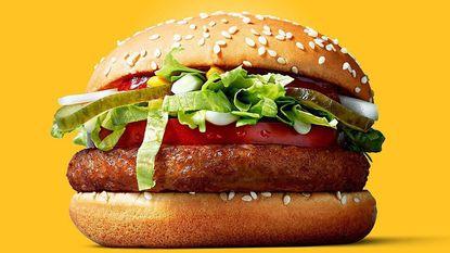 McDonald's experimenteert met vegan burger, maar je moet er wel voor op reis