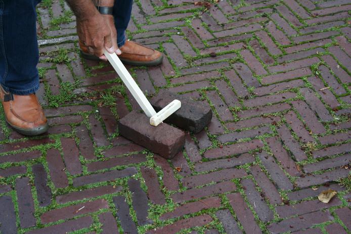 Het spelletje Pappelellen in Hardinxveld-Giessendam.