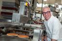 TV-kok Rudolph van Veen in de Goudse bakkerij.