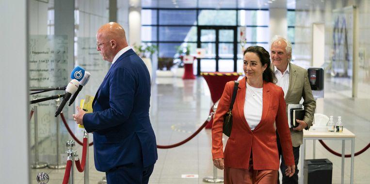 Burgemeester Femke Halsema en minister van Justitie en Veiligheid Ferd Grapperhaus  na afloop van het overleg over de coronamaatregelen met burgemeesters van de 25 grootste gemeenten.  Beeld ANP