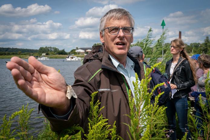 Will Bemelmans, gids en voorzitter van IVN RijnWaal. ,,Ik zie het zelf niet echt als vrijwilligerswerk, het is voor mij een hobby.''