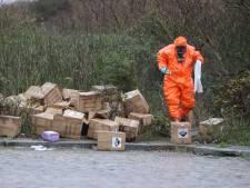 Twee grote drugsdumpingen in Loosduinen, tientallen dozen met jerrycans op straat