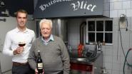 """Jul en kleinzoon Pieter lanceren derde bier van huisbrouwerij De Vliet: """"Een donker bier hadden we nog niet"""""""
