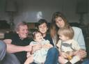 Máxima met haar vader, zus en twee broers in 1985.