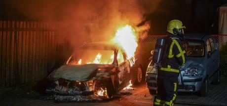 Auto door brand verwoest bij nachtelijke brand bij autoschadebedrijf in Didam