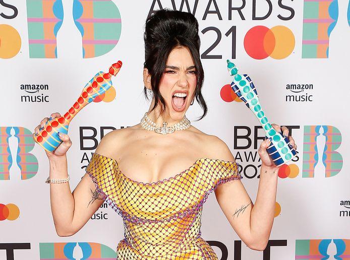 Dua Lipa met haar twee awards.