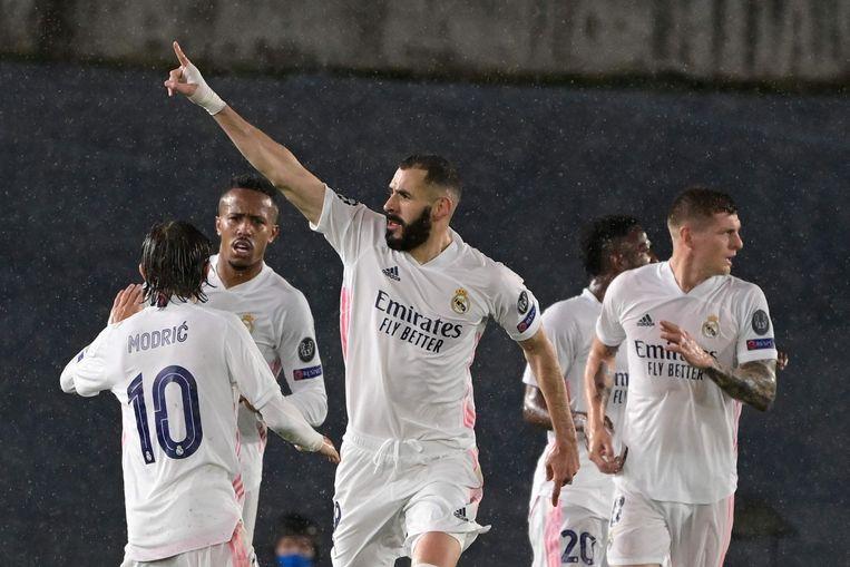 De Franse aanvaller Karim Benzema viert zijn doelpunt tijdens de halve finale van de UEFA Champions League tussen Real Madrid en Chelsea in het Alfredo di Stefano-stadion in Valdebebas, aan de rand van Madrid. Beeld AFP