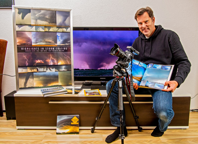 Stormchaser en weerfotograaf Bert van Dijk (55) uit Gouda met een selectie van zijn mooiste en meest spectaculaire weerfoto's.