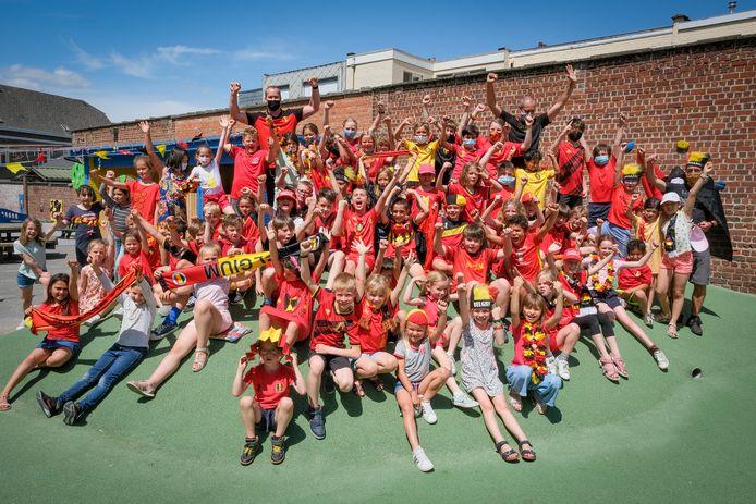 In de Sint-Lambertusschool in Nossegem was nagenoeg iedereen in het rood gekleurd.