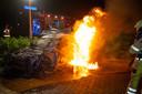 Een van de auto's die vlam vatte was een wagen die stond geparkeerd aan de Cleyndertstraat in de Zwolse wijk Stadshagen.