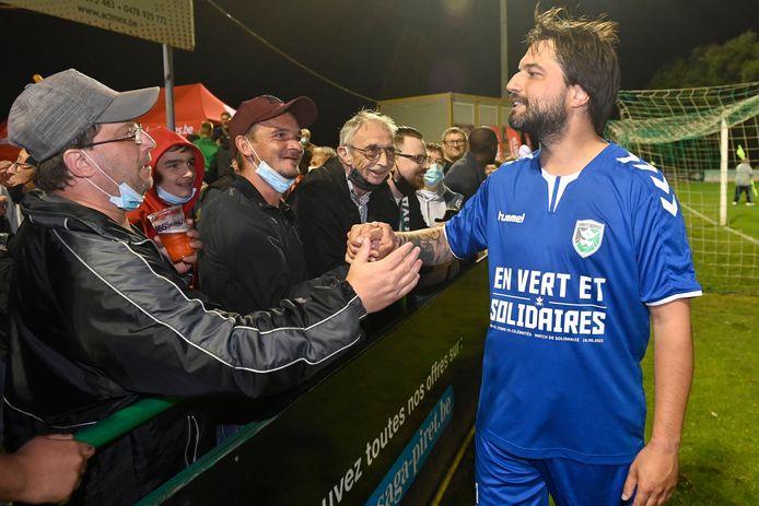 Georges-Louis Bouchez (MR), hier tijdens een benefietmatch voor de slachtoffers van de overstromingen, staat dicht bij het voetbal
