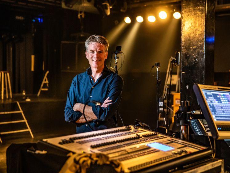Hugo Logtenberg vertelt in boek over De Dijk over Twentse avonturen van de band die al 40 jaar op het podium staat