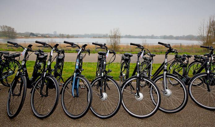 Foto ter illustratie. Het is niet bekend van welk merk de gesloten elektrische fietsen zijn.