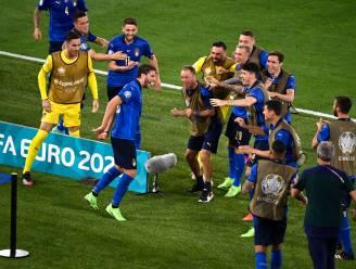 Wervelend Italië toch met dubbel gevoel de rust in: Locatelli scoort verdiende 1-0, maar aanvoerder Chiellini valt uit
