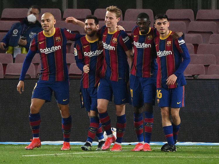 Prachtassist Frenkie de Jong op Messi helpt Barcelona aan overwinning