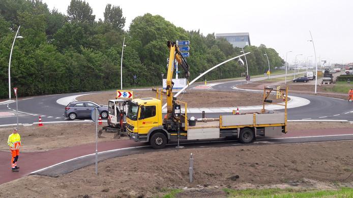 Nieuwe rotonde in de Binnenvaartweg aan de rand van de Terneuzense binnenstad.