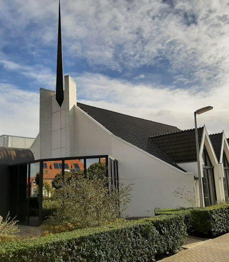 Gereformeerde gemeente Nieuwdorp bouwt nieuwe kerk: 'In een bank voor tien zitten nu twaalf mensen'