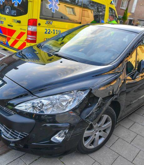 Auto rijdt voetgangster aan in Heeze, slachtoffer met spoed naar ziekenhuis