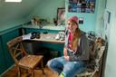 Esther Roelofs op haar zolderkamer.