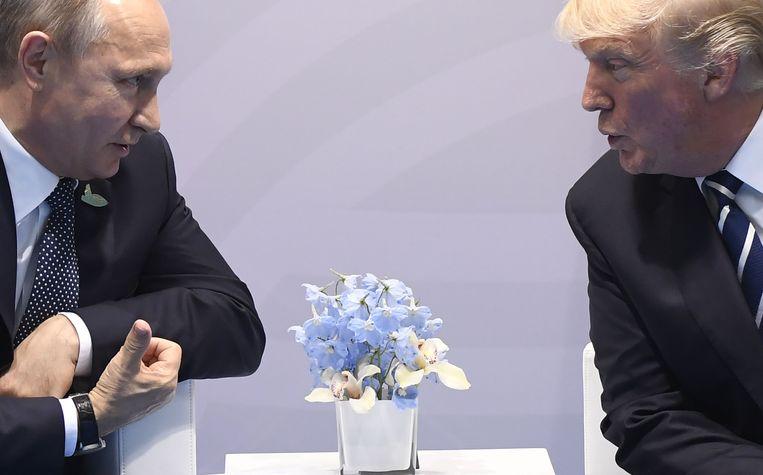 Vladimir Poetin en Donald Trump tijdens de G20 in Hamburg in juli 2017. Beeld AFP