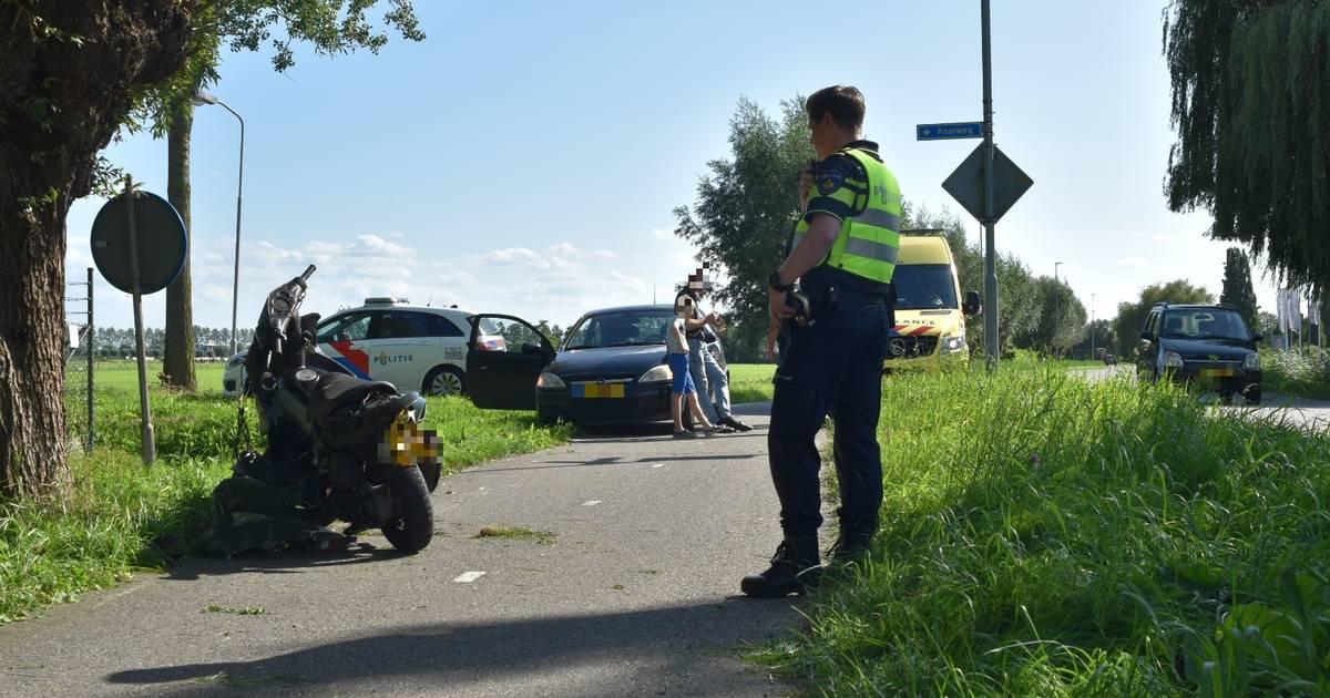 Twee gewonden bij botsing met bromfiets in Brakel: bestuurder mogelijk onder invloed.