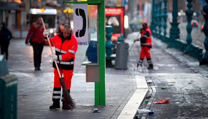 Straatveger aan het werk in Amsterdam