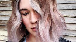 'Vanilla Lilac' is dé haarkleurtrend voor deze herfst
