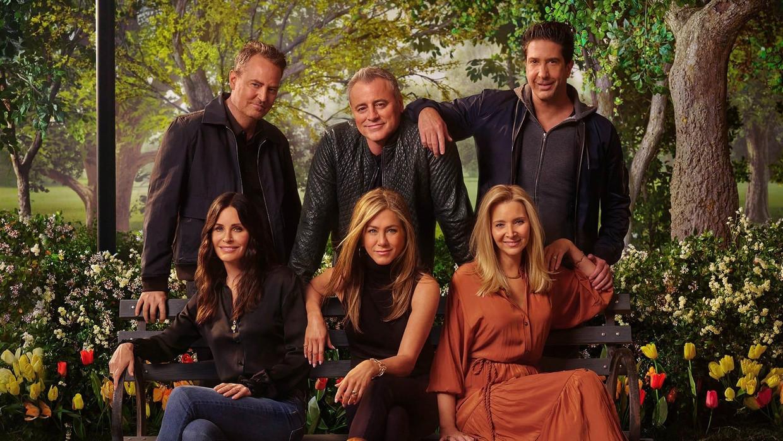 Matthew Perry, Matt LeBlanc, David Schwimmer, Courteney Cox, Jennifer Aniston en Lisa Kudrow in 'Friends: The Reunion' Beeld TMDB