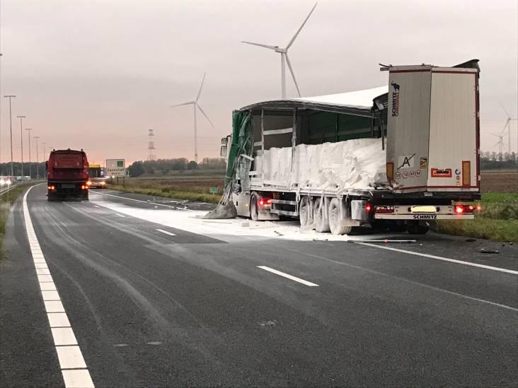 Ongeluk met vrachtwagen met gevaarlijke stof: A4 tussen Hoogerheide en Belgische grens dicht