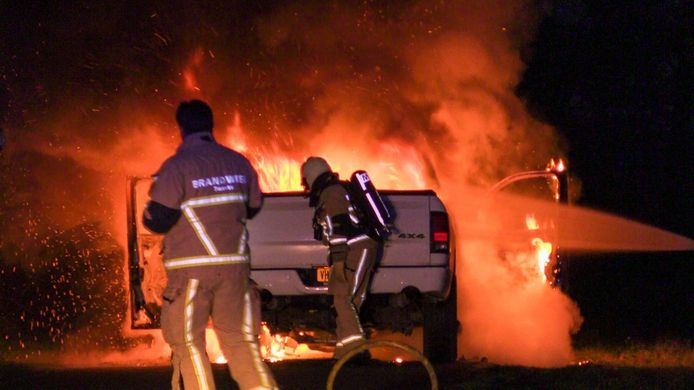 Een auto is maandagavond in brand gevlogen