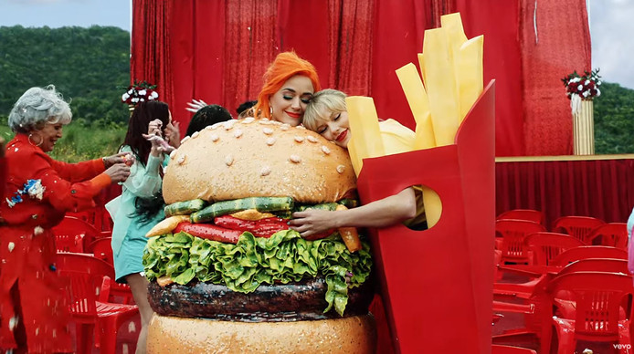 De Verzoening tussen Taylor Swift (r) en haar rivale Katy Perry (l).