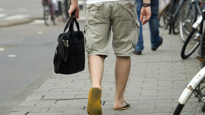 Korte broek en slippers naar kantoor zijn 'not done'.