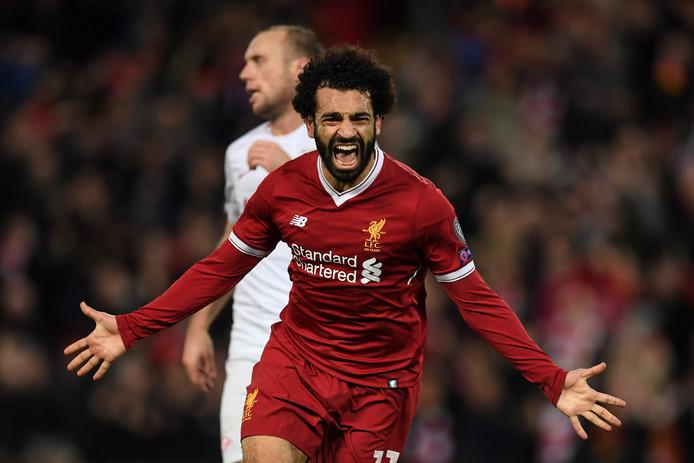 Mohamed Salah juicht na weer een goal voor Liverpool.