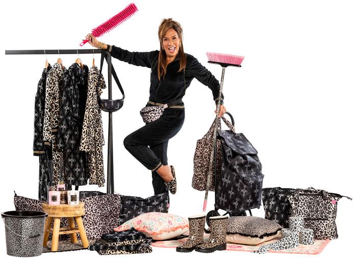 Patty Brard met haar collectie voor Kruidvat.