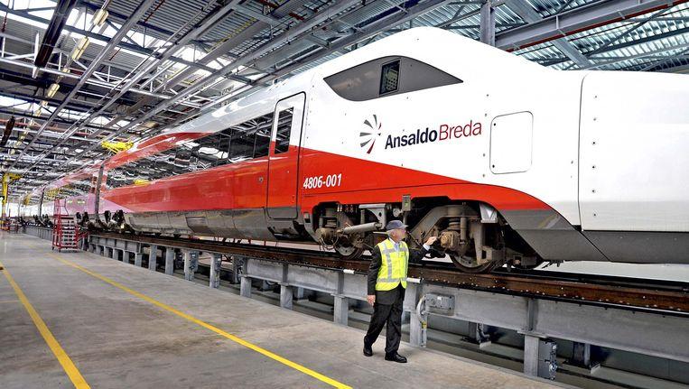 Een prototype van de hsl-trein Fyra in een hangar in Amsterdam. Beeld @Raymond Rutting