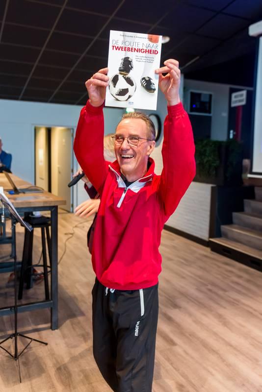 Fred Duijnstee presenteerde onlangs zijn boek De Route naar Tweebenigheid.