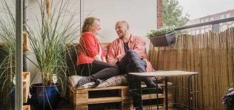 Klaas en Rosanne swipeten allebei naar rechts op Tinder: 'Op elke foto zag ze er heel anders uit'