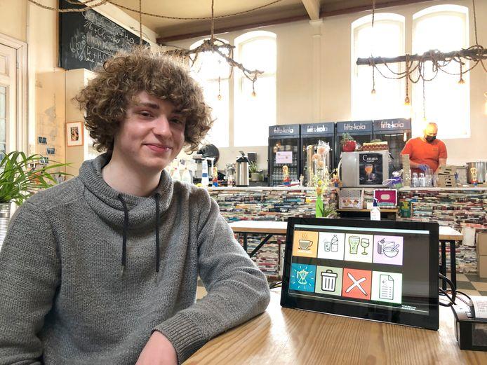 Robbe (17) ontwierp een vernuftig digitaal kassasysteem ter ondersteuning van de medewerkers van koffiebar Costa Hoppa Bijzonder.