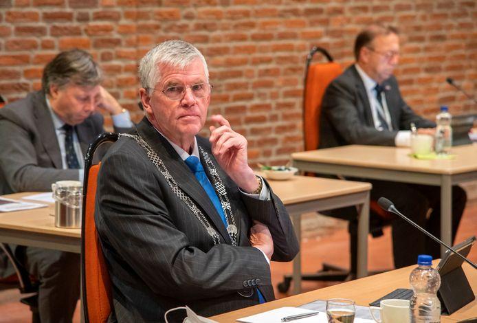 Oud-burgemeester André Baars tijdens de raadsvergadering op 28 oktober 2020, toen hij besloot op te stappen.
