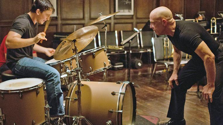 In 'Whiplash' (2014) drijft Fletcher (J.K. Simmons) zijn leerling Andrew (Miles Teller) tot het alleruiterste.   Beeld rv