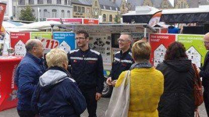 """Brandweer sensibiliseert op wekelijkse markten: """"Maak je huis brandveilig"""""""