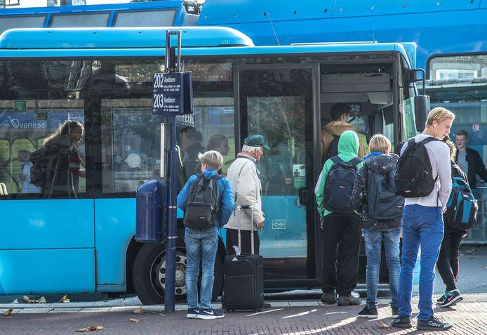 De Zwolse stadsbussen moeten in 2020 allemaal elektrisch gaan rijden, vindt de Provincie Overijssel. Die heeft het onderdeel gemaakt van de nieuwe aanbesteding voor het openbaar vervoer in Overijssel.