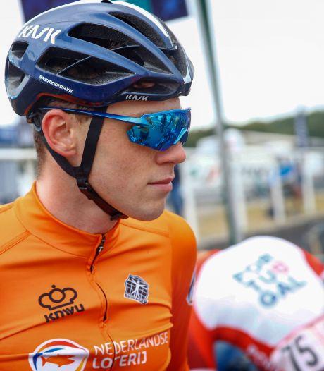 Zoon van wielerlegende Erik Dekker klaar voor ontdekkingsreis: 'Best gek om met Gesink aan tafel zitten'