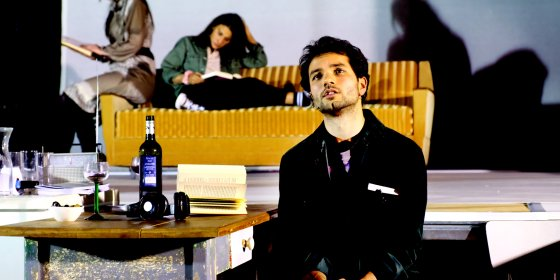 Theaterbewerking van de roman van Murat Isik laveert tussen soap en geweldig theater ★★★☆☆