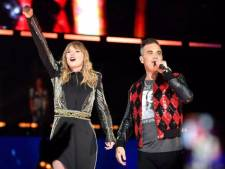 Taylor Swift verrast uitzinnige fans met Robbie Williams