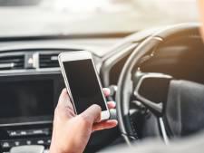 Honderd boetes voor mobiel vasthouden op de weg