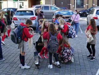 Vlaggen, vieruurtje, randanimatie en ontbijt voor jeugdbewegingen van Hooglede-Gits