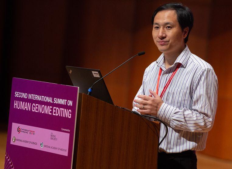 De Chinese wetenschapper He Jiankui presenteert zijn werk in Hongkong. Beeld EPA