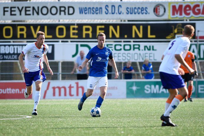 """Steyn van Ark moet terug in Nederland weer een beetje wennen. """"Hier speel je meer tegen oudere spelers en is het spel ook een stuk fysieker."""""""