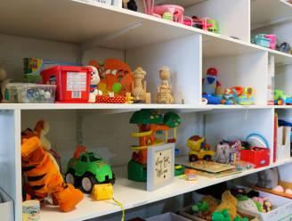 Herbruikbare kledij én speelgoed voor kwetsbare gezinnen voortaan in doorgeefhoek Kompas